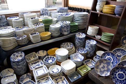 Kanzando a shop in Kyoto. Hotaru Images (c) 2010 & Hostory of Imari ware shopping for Imari and its uses in Japanese ...